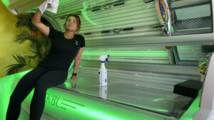Cleaning_Disinfecting_Tanning_Beds